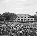 Bijeenkomst voor het paleis van de gouverneur op het Gouvernementsplein in Param, Bestanddeelnr 252-4402.jpg