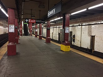 Bowery (BMT Nassau Street Line) - Image: Bowery Platform