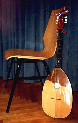 Tamburica - Image: Brac, instrument (size)