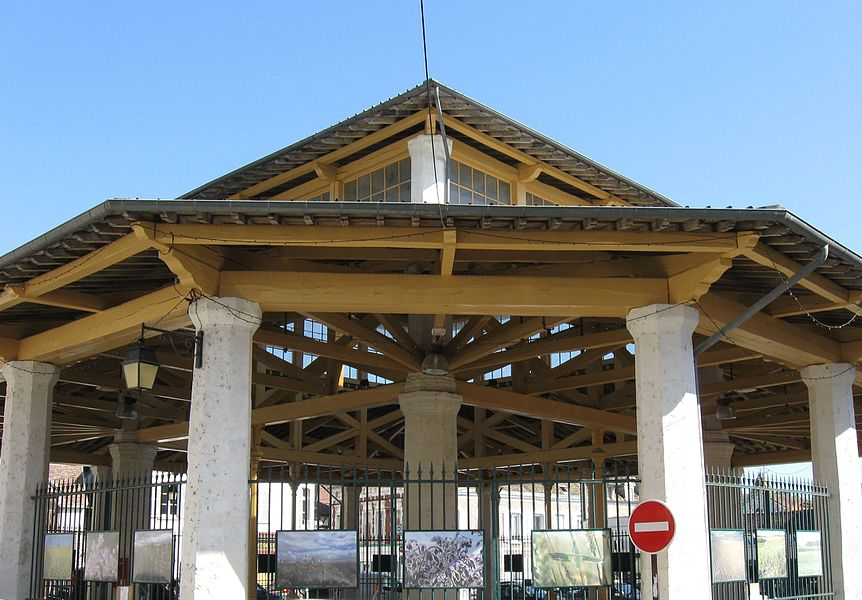 Halle de Bray-sur-Seine. (département de la Seine-et-Marne, région Île-de-France).