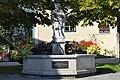 Brunnen mit Figur hl. Johannes Nepomuk.jpg