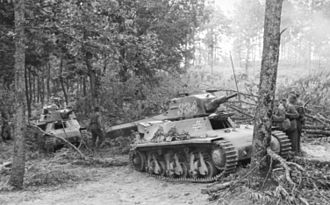 Hotchkiss H35 - A pair of Panzerkampfwagen 38H 735(f) used by the Germans in Yugoslavia, 1941