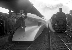 Berlin-Spandau station - Schienenzeppelin at Spandau Bahnhof in 1931.