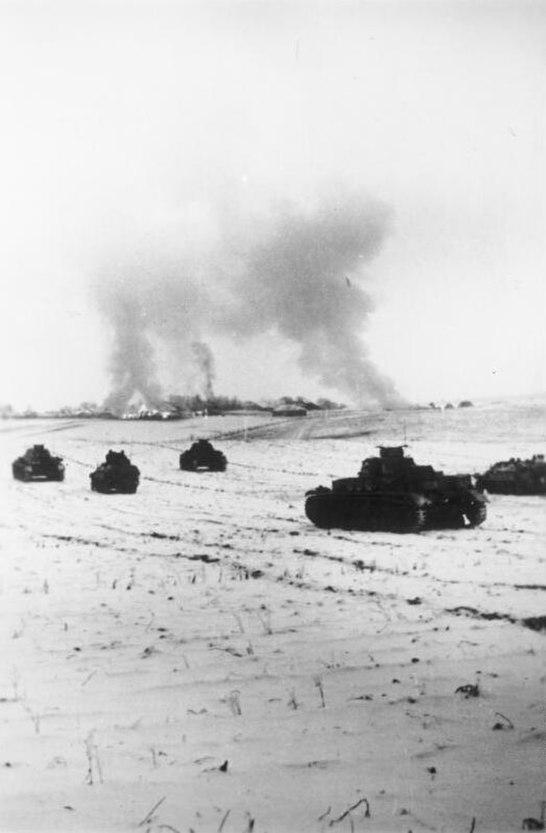 Bundesarchiv Bild 183-B17220, Sowjetunion, Panzerangriff bei Istra