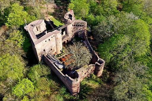 Burg Neu-Montclair aus der Vogelperspektive