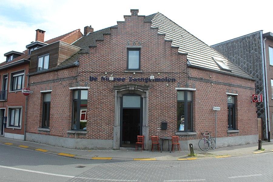 Cafe De Zwingelmolen - onroerend erfgoed: hoekhuis Kruibekesteenweg Beveren