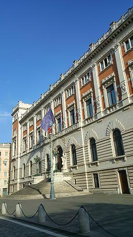 Ingresso da Piazza del Parlamento.