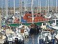 Canot de la SNSM dans le desordre estival, port de Palais (56).jpg