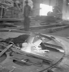Cecil Beaton Photographs- Tyneside Shipyards, 1943 DB201.jpg