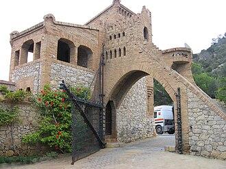Bodegas Güell - Pabellón de portería.