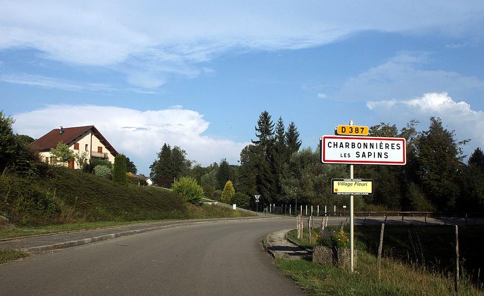 Entrée de Charbonnières-les-Sapins (Doubs).