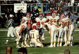 Elvis Grbac - Grbac in huddle with the Chiefs in 1997.