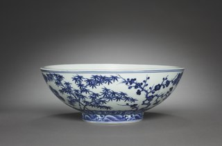 Bowl round, open-top container frequently used as tableware