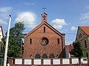 Katholische Christuskirche mit Pfarr- und Schulhaus einschließlich Einfriedung