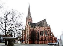 Christuskirche in Hannover im Herbst