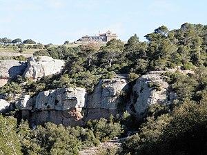 Cim de la Mola amb el monestir romànic de St. Llorenç del Munt.jpg