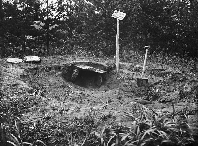 File:Cist grave, Lagmansören, Indal, Medelpad, Sweden (30293858641).jpg