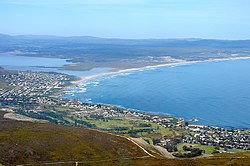 Coastline of Walker Bay (South Africa).jpg