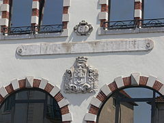 Coats of arms of Vesoul on the post office.jpg