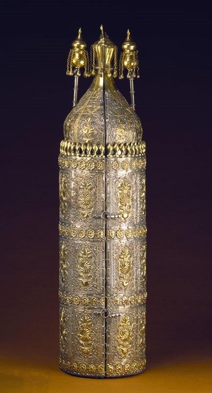 Coffre et rouleau de Torah ayant appartenu à Abraham de Camondo chef de la communauté juive de Constantinople 1860 - Musée d'Art et d'Histoire du Judaïsme