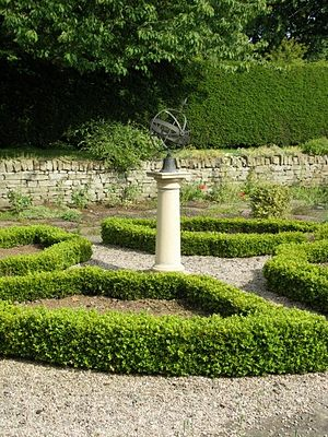 Cruickshank Botanic Garden - Image: Cruickshank sundial