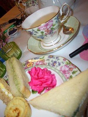 Español: Sándwiches servidos a la hora del té.