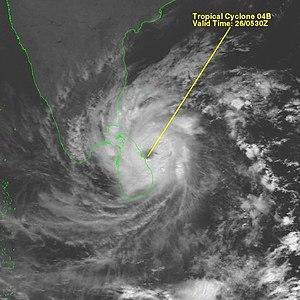 2000 Sri Lanka cyclone - Cyclone 04B near Sri Lanka landfall