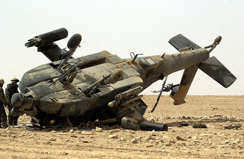 Archivo:Damaged US Army AH-64 Apache, Iraq.jpg
