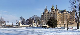 Schwerin - Image: Das Schweriner Schloss im Winter 2010