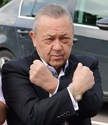 David Sullivan gives Hammers sign.jpg