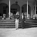 De gouverneur van Suriname Johannes Cornelis Brons in ambtskostuum en zijn vrouw, Bestanddeelnr 252-6303.jpg