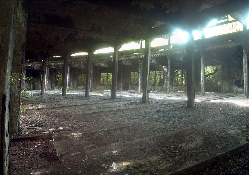 Bahndepot bei Benestroff. Grosser Lokschuppen. Heute ist das Gelände völlig renaturiert.