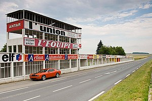 Dodge-challenger-srt8-at-reims-track.jpg