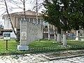 Dolno-Draglishte-liberation-war-memorial-and-mayors.jpg