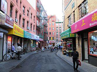 Doyers Street - Doyers Street looking toward Pell Street in 2014