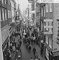 Drukte in de Amsterdamse winkelstraten, Bestanddeelnr 915-8078.jpg
