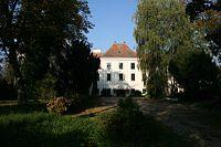 Dvorac Brezovica južni ulaz.jpg