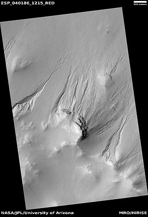 Thaumasia quadrangle - Image: ESP 040186 1215gullies
