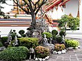 Early Morning in Wat Po Garden - panoramio.jpg