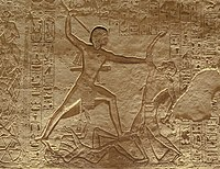 Ramsés II derrotando a sus enemigos (bajorrelieve del templo de Abu Simbel