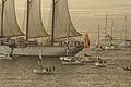 El buque escuela Juan Sebastián Elcano partiendo de la Bahía de Bayona 02.jpg