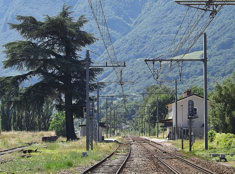 Sight of the ligne de la Tarentaise railway line, here entering into the station of Frontenex, between Albertville and Chambéry in Savoie, France.
