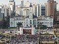 Escenario central y Palacio Municipal (43873516711).jpg