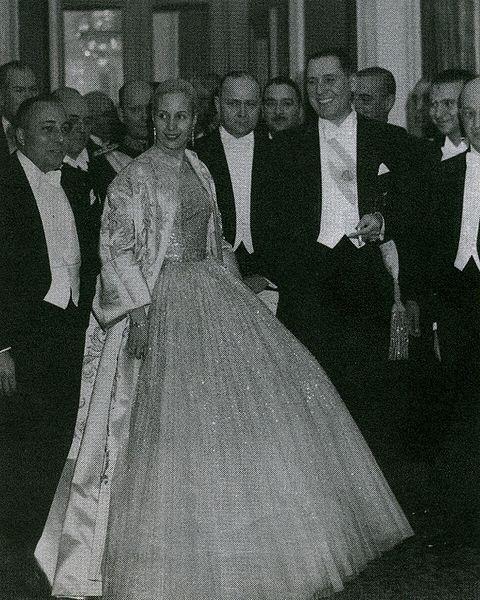 Ficheiro:Eva peron colon opera house dior.JPG
