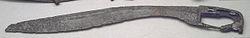 Falcata íbera de hierro y plata. Siglo IV o III adC. Procedente de Almedinilla (Córdoba, España). Museo Arqueológico Nacional de España (Madrid). La falcata era el arma utilizada por la infantería hispana de Aníbal.