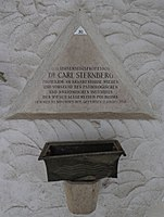 Feuerhalle Simmering - Arkadenhof (Abteilung ALI) - Carl Sternberg 01.jpg