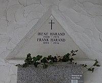 Feuerhalle Simmering - Arkadenhof (Abteilung ARI) - Irene Harand 01.jpg