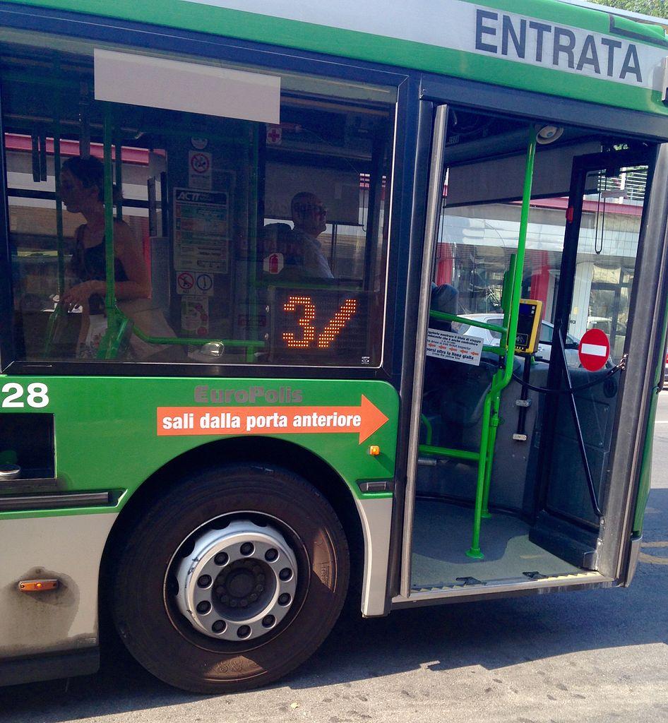 Datei Fiancata Autobus Irisbus Iveco Europolis Di Mom