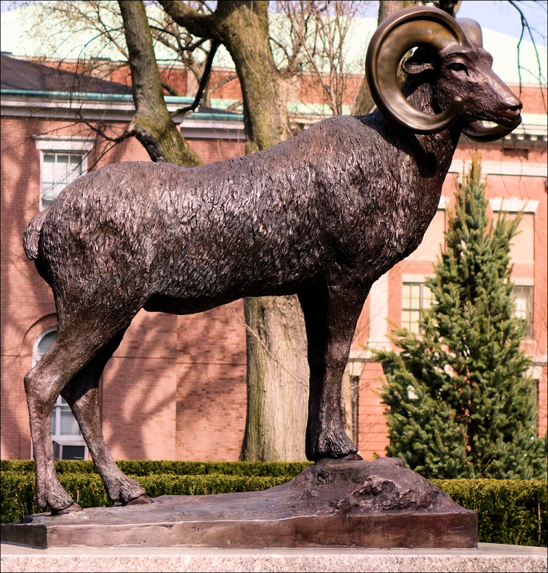 Fordham University Ram statue.png