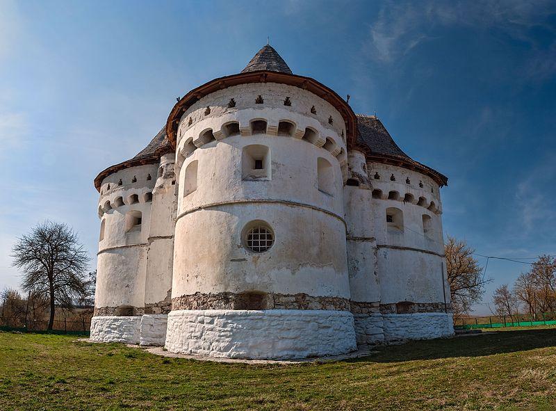 Покровська церква-фортеця, Сутківці.